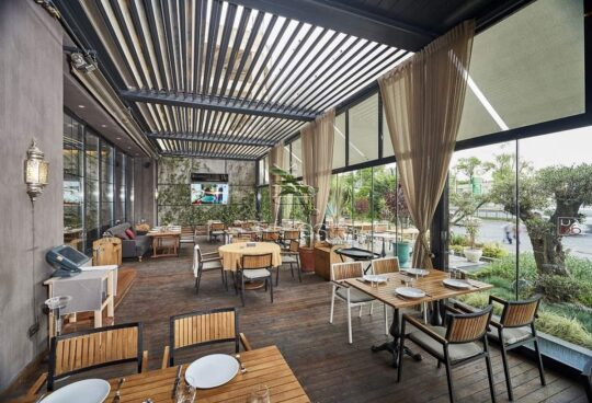 Bioclimatic pergola Plus restaurants commerce